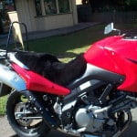 Suzuki DL650 V Strom 2004-2010 Black Sheepskin Motorcycle Seat Cover on Red bike