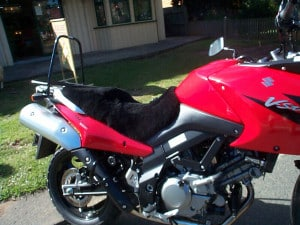 Suzuki DL650 V Strom 2004-2010 Black Sheepskin Motorcycle Seat Cover on Red bike
