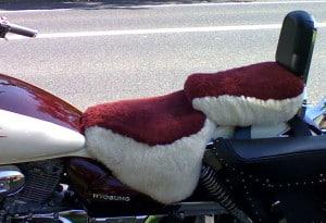 Hyosung Aquilia GV250 2005 Cream & Burgundy Sheepskin Motorcycle Seat Cover